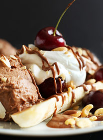 powdered chocolate ice cream sundae